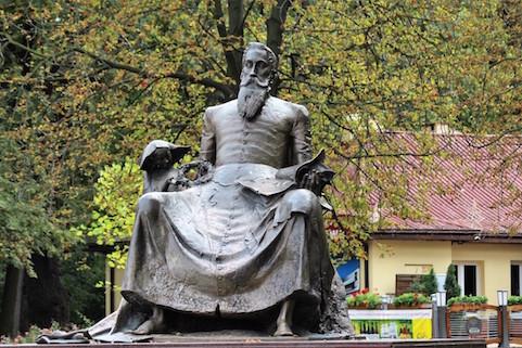 01-radom-pomnik-jana-kochanowskiego-autorstwa-jana-kucza-fot-jerzy-s-majewski