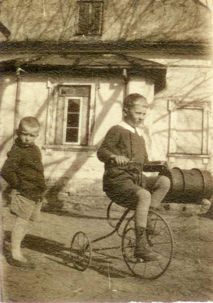 Łempice 1927. Ta scenka stała się pretekstem do powstania obrazu. Fot. ze zbioru Bogny Gniazdowskiej