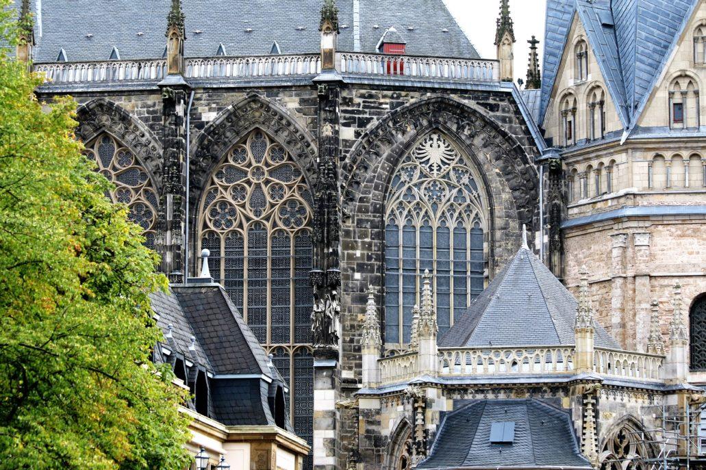 Koronkowe maswerki w oknach gotyckiej części katedry św. Marii. Fot. Jerzy S. Majewski