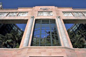 02-lizbona-fasada-dawnego-teatro-eden-z-widocznym-za-nia-ogrodem-fot-jerzy-s-majewski