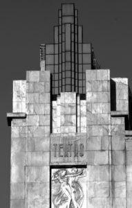 04-lizbona-teatro-eden-narozna-szklana-wiezyczna-podswietlana-od-srodka-fot-jerzy-s-majewski