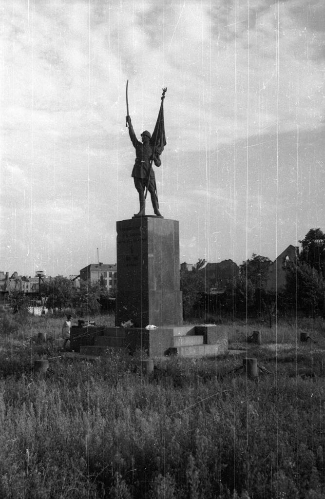 Warszawa. Pomnik Dowborczyków. Fot. Karol Pęcherski. Muzeum Powstania Warszawskiego