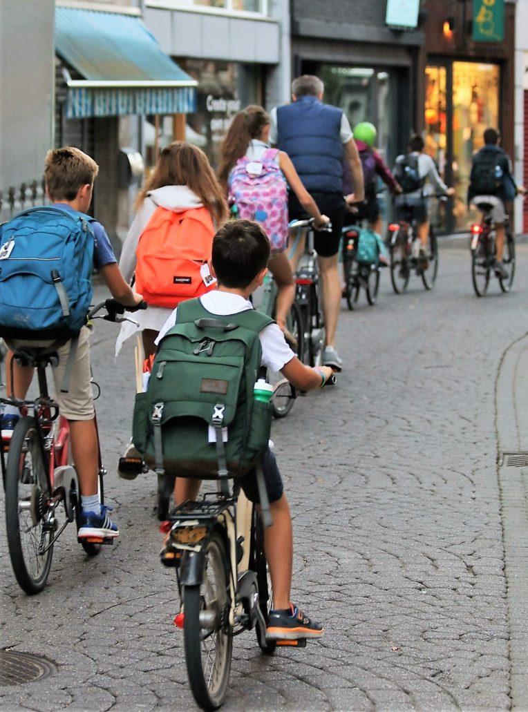 Leuven. Przed godziną ósmą zarówno dzieci, jak i nauczyciele pędzą rowerami do szkół. Fot. Jerzy S. Majewski