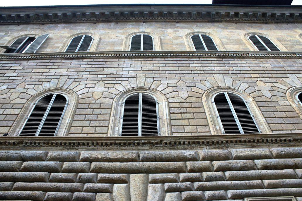 Florencja. Palazzo Gondi. Fragment elewacji o uporządkowanym boniowaniu. Fot. Jerzy S. Majewski