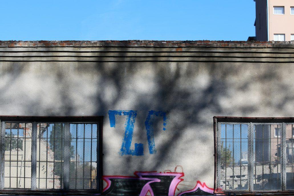 Warszawa. Al. Jerozolimskie 91. Rozbiórka drukarni wojskowej. Widok od strony Nowogrodzkiej. Fot. Jerzy S. Majewski
