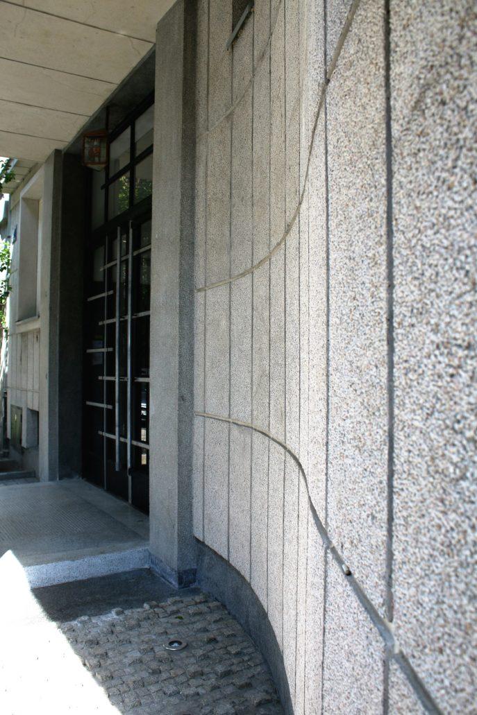 08-krakow-kamiencia-przy-krzywej-12-podcien-z-wejsciem-do-budynku-odd-strony-ul-krzywej