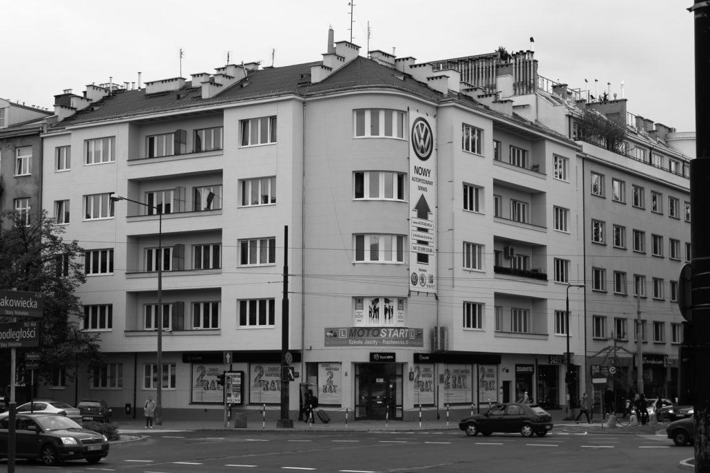 08-modernistyczna-kamienica-z-lat-30-przy-rakowieckiej-39-tu-w-gangsterach-i-filantropach-ulokowana-zostala-restauracja-zloty-rog-fot-jerzy-s-majewski