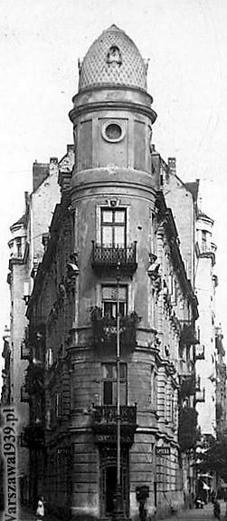 Warszawa. Wąski i zaokrąglony narożnik kamienicy przy Pięknej 49. Ilustracja ze strony Warszawa1939.pl