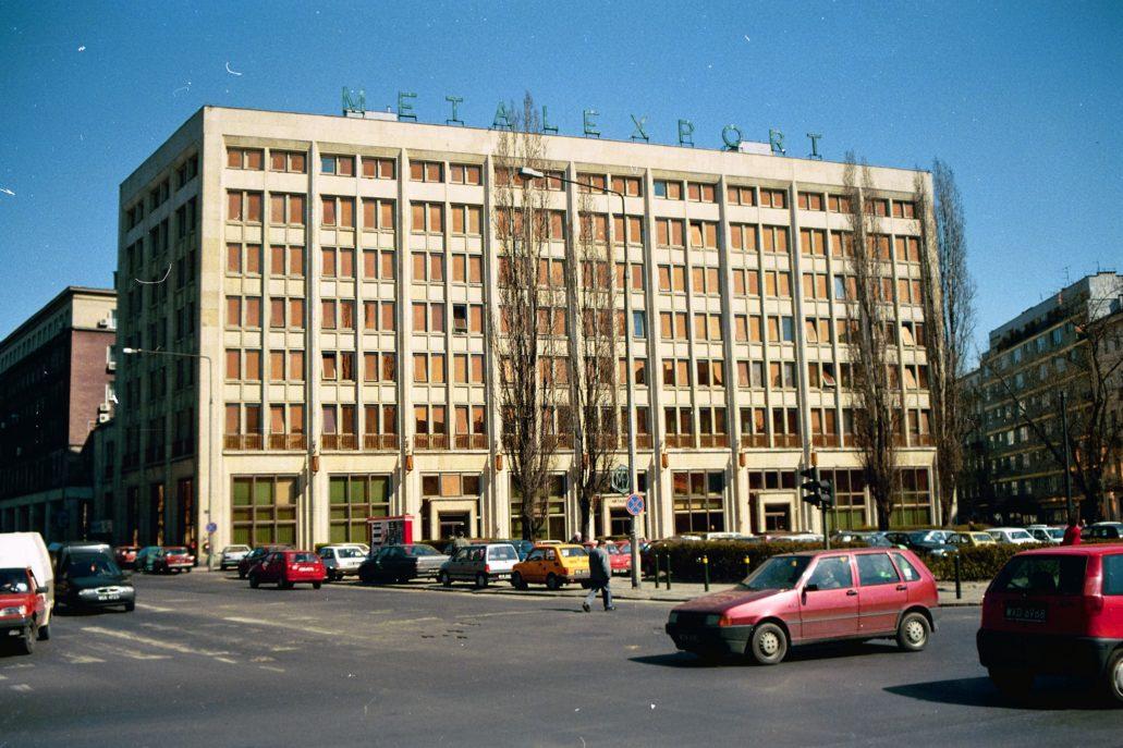 Warszawa. Mokotowska 49. Biurowiec Metalexportu w połowie lat 90. XX w. Fot. Jerzy S. Majewski
