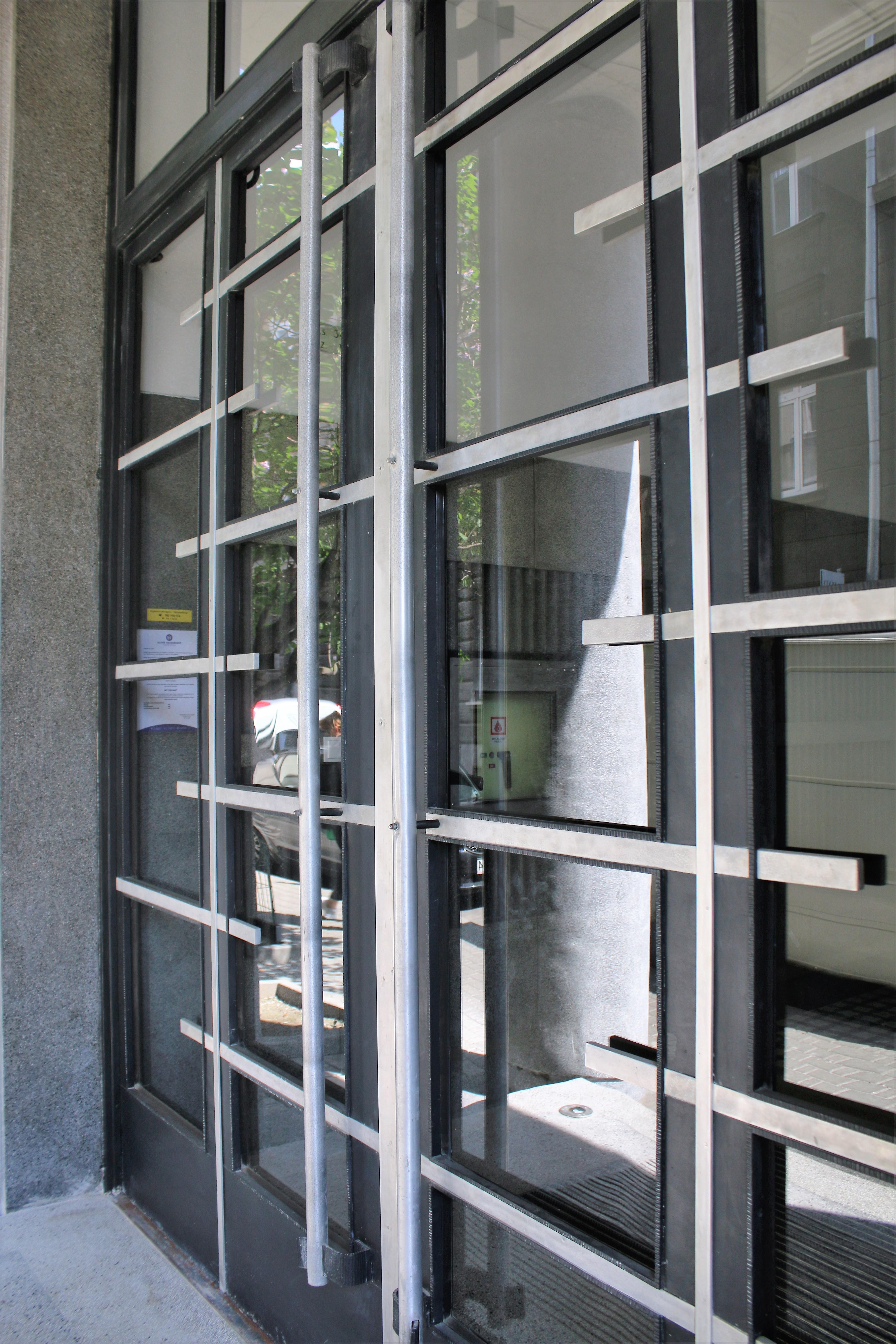 10-krakow-kamiencia-przy-krzywej-12-brama-wejsciowa-po-renowacji-w-2016-r