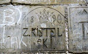 11-jedrzejow-napis-na-kamiennej-elewacji-kosciola-cystersow-fot-jerzy-s-majewski