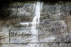 13-jedrzejow-napis-na-kamiennej-elewacji-kosciola-cystersow-fot-jerzy-s-majewski