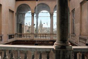 13-renesansowa-loggia-palazzo-rosso-widziana-od-strony-wewnetrznego-dziedzinca