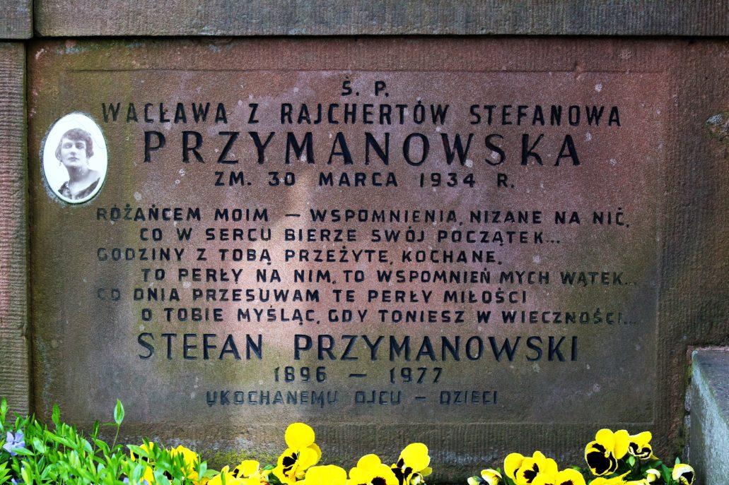 Warszawa. Cmentarz Bródnowski. Tablica na modernistycznym nagrobku z 1934 r. Wacławy z Rajchertów Stefanowej Przymanowskiej. Fot. Jerzy S. Majewski