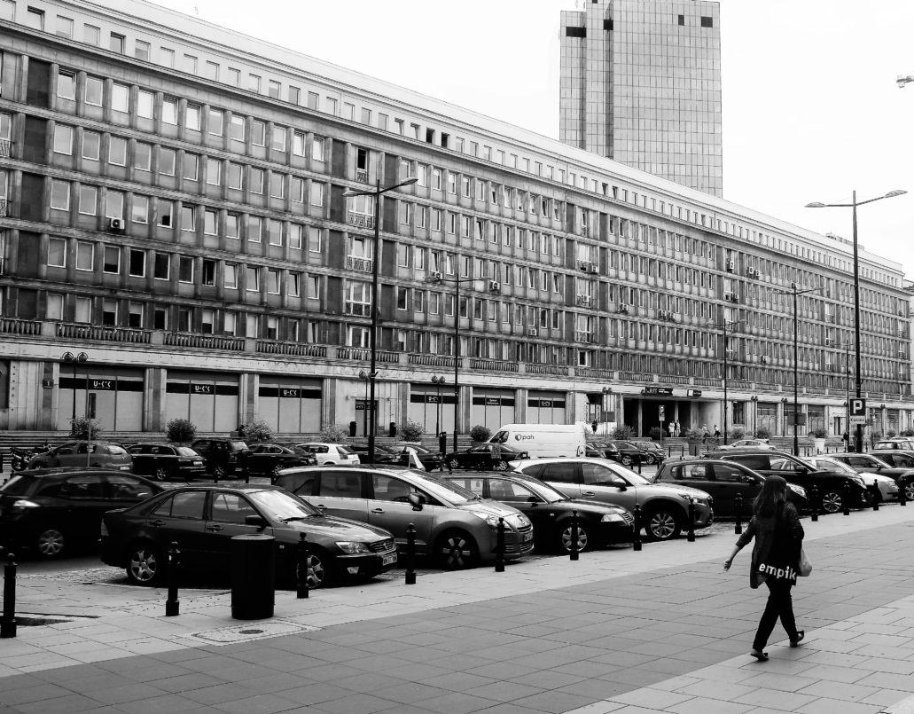 Plac Powstańców Warszawy 1. Na parterze gmachu mieścił się kombinat gastronomiczny Europa. Fot. Jerzy S. Majewski