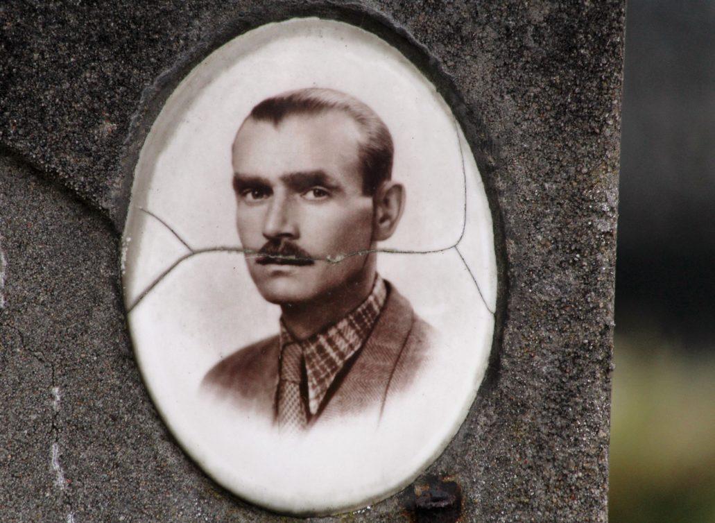 Warszawa. Cmentarz Bródnowski. 1943 r. Jan Budlak. Fot. Jerzy S. Majewski
