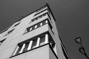 20-katowice-kamiencia-sercarza-okna-w-naroznym-ryzalicie-zdjecie-z-2016-r-fot-jsm