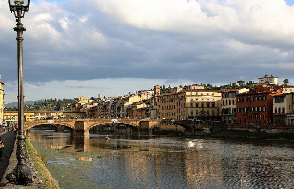 Florencja. Arno i na pierwszym planie Ponte S. Trinitá. Fot. Jerzy S. Majewski
