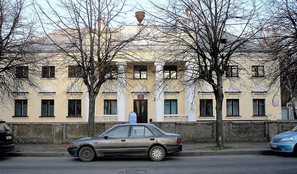 Brześć nad Bugiem. Ten neoklasycystyczny pałacyk przy dawnej Pułaskiego 11a (dziś Lewanewskiego) mieścił przed 1939 r. kasyno oficerskie. Było to jedno z kilku, najważniejszych miejsc ówczesnego życia towarzyskiego miasta. Fot. Jerzy S. Majewski