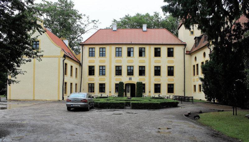 Krokowa. Dziedziniec pałacowy. Fot. Jerzy S. Majewski