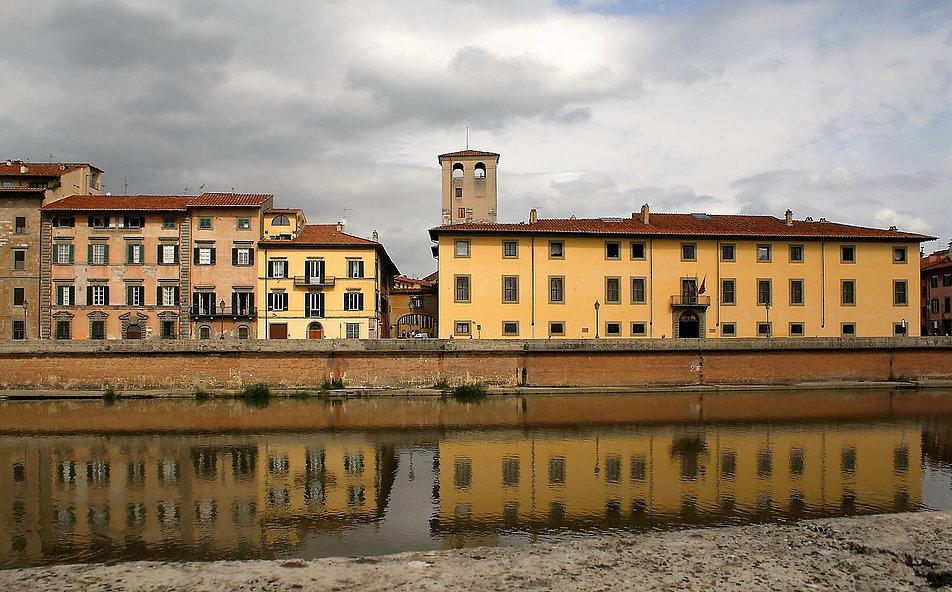 U ujścia Arno do Morza Liguryjskiego położona jest też Piza. Kiedyś była portem. Ostatecznie rzeka zamuliła port i spowodowała odsunięcie brzegu od miasta o sześć kilometrów. Fot. Jerzy S. Majewski
