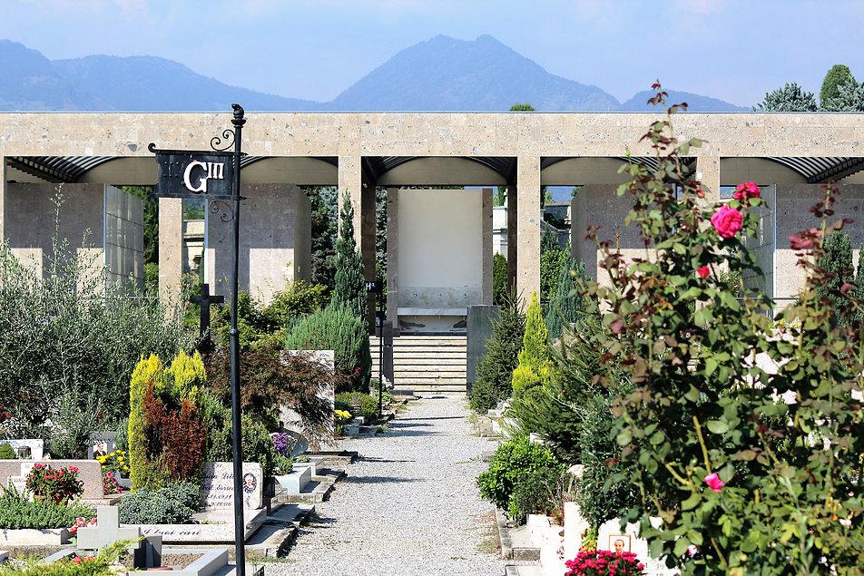 Bergamo, Cimitero Monumentale. Elewacja współczesnego kolumbarium. Fot. Jerzy. S. Majewski