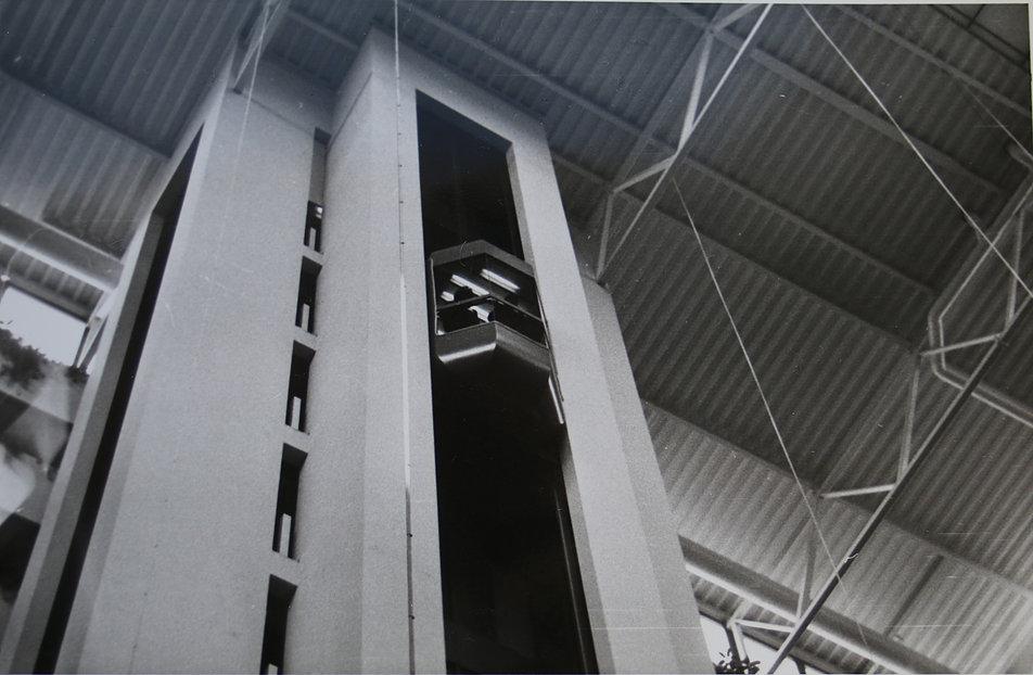 """Budapeszt 1985. Potężne atrium dzisiejszego """"Sofitel Budapest"""" zapierało dech. Takich nowoczesnych wnętrz w ówczesnej Polsce nie było. Fot. Jerzy S. Majewski"""