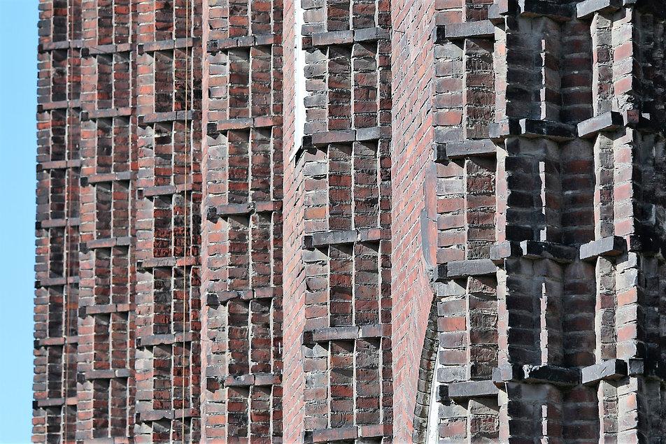 Gdańsk. Kasa Chorych. Rytm lizen – żeber w fasadzie budynku. Fot. Jerzy S. Majewski