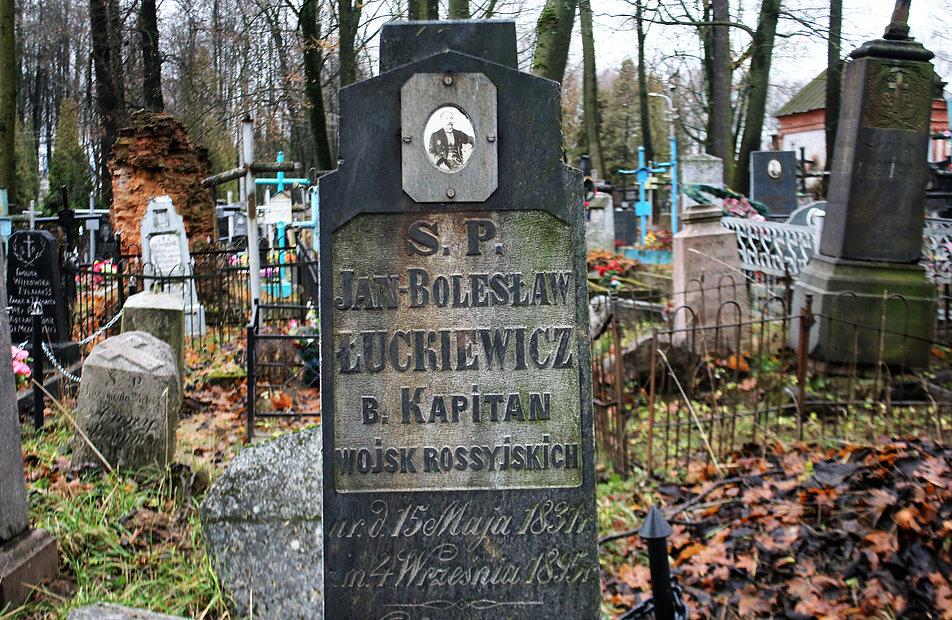 Mińsk Białoruski. Cmentarz na Kalwarii. Nagrobek kapitana Jana Łuckiewicza. Fot. Jerzy S. Majewski