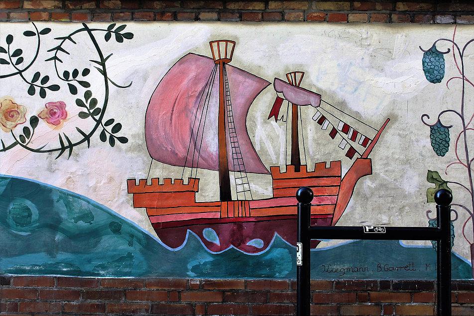 Toruń. Mural na Podzamczu. W prawym dolnym rogu widnieją sygnatury autorów malowidła. Fot. Jerzy S. Majewski
