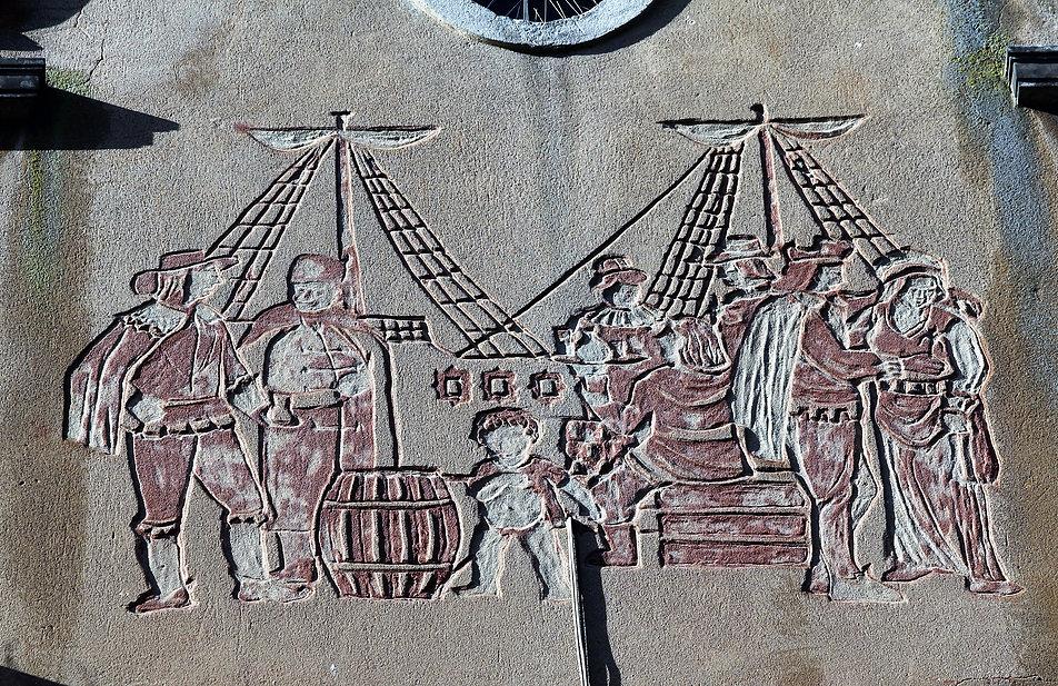 Gdańsk. Długa 76. Sgraffito na szczycie kamienicyz przedstawieniem statków w porcie gdańskim. Fot. Jerzy S. Majewski