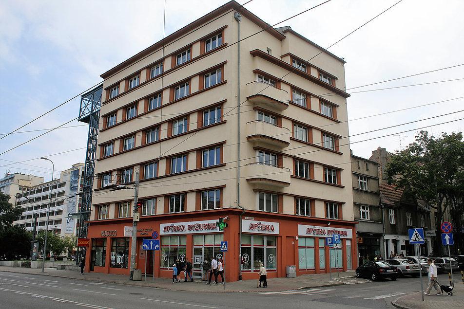 Gdynia. Kamienica Orłowskich przy 10 Lutego 5. Projekt Zbigniew Kupiec i Stanisław Ziołowski. 1934-35. Fot. Jerzy S. Majewski