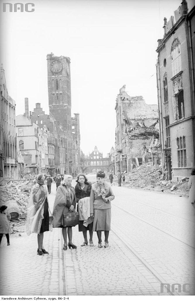 Gdańsk. Ruiny ulicy Długiej. Fot. Narodowe Archiwum Cyfrowe