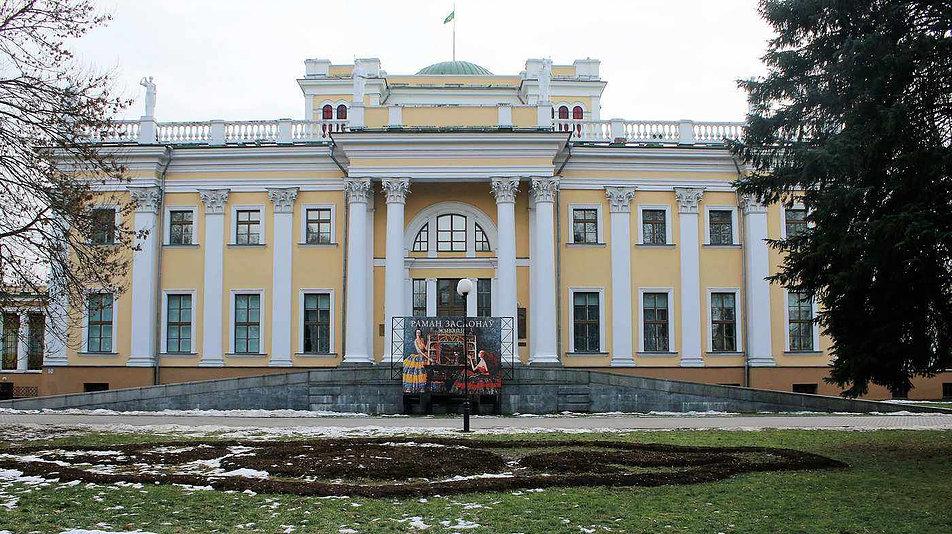 Fasada korpusu środkowego pałacu z czasów Rumiancewa. Fot. Jerzy S. Majewski