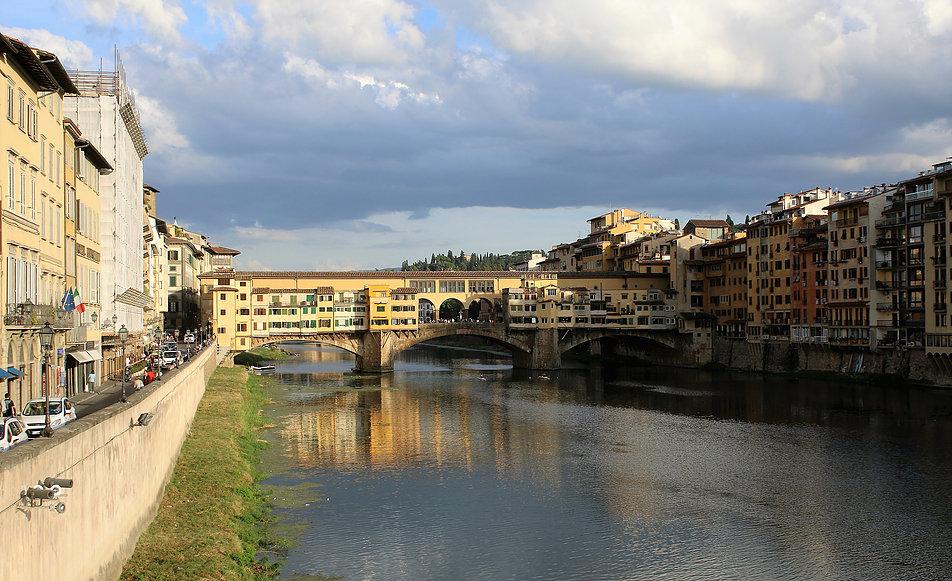 Florencja. Arno z mostami. Pierwszy to Ponte Vecchio. Fot. Jerzy S. Majewski