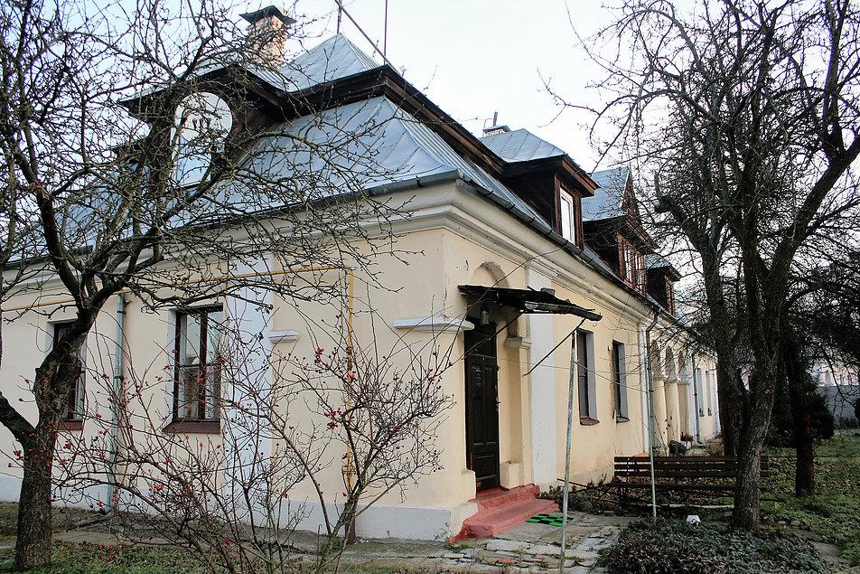 Brześć nad Bugiem. Dawna ulica Pułaskiego (dziś Lewanewskiego). Jeden z kilku identycznych domów kilkurodzinnych. Fot. Jerzy S. Majewski