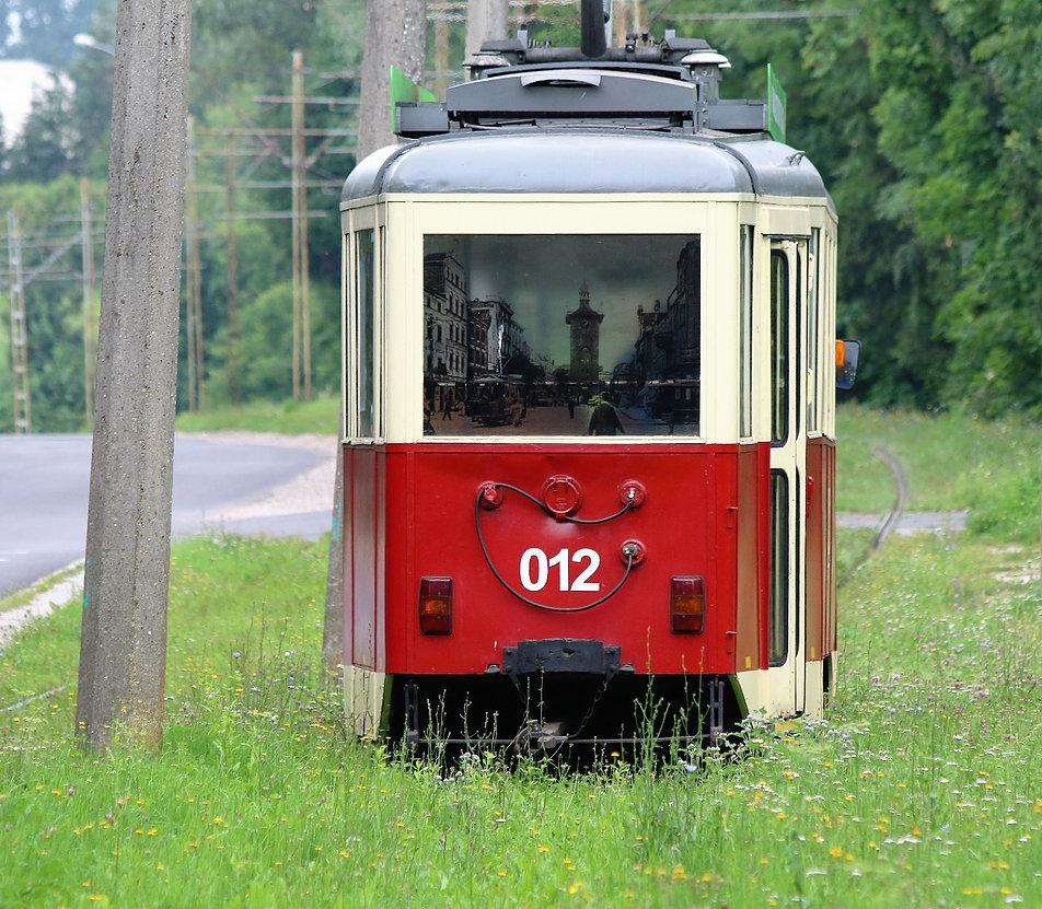 Elbląg. Zabytkowy tramwaj Konstalu 5N na pętli Marymoncka. Fot. Jerzy S. Majewski