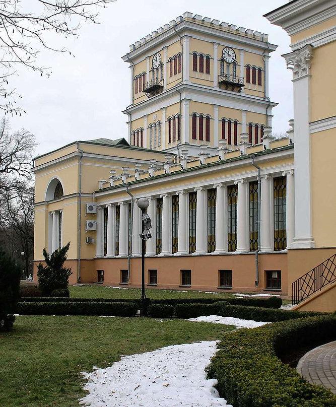 Homel. Wieża pałacowa wzniesiona w trakcie rozbudowy pałacu dokonanej przez Adama Idźkowskiego. Fot. Jerzy S. Majewski