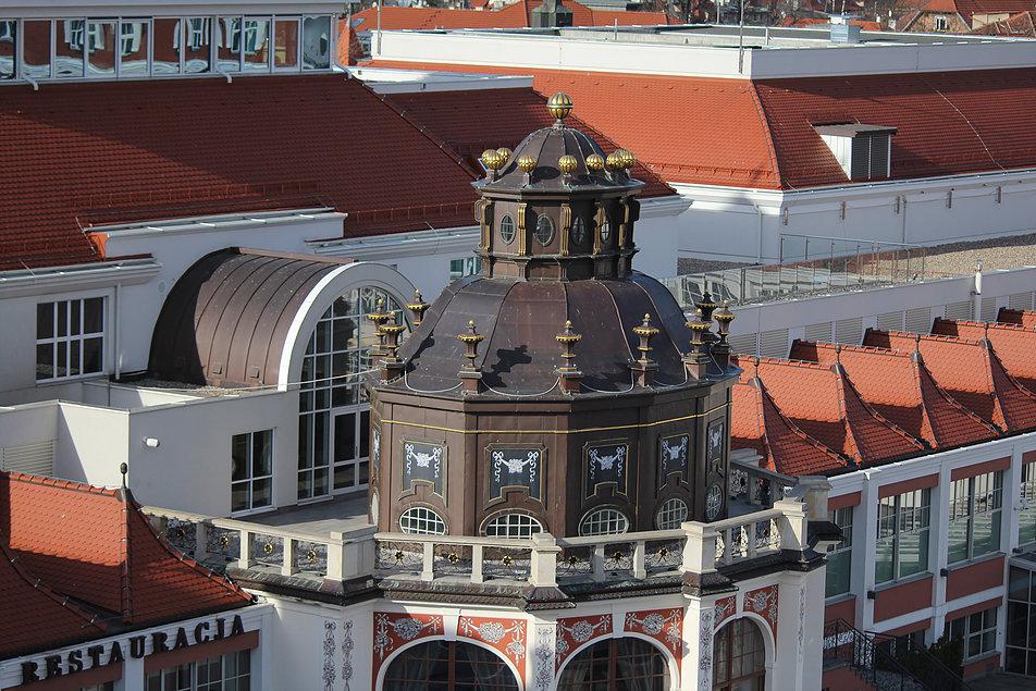 Sopot. Nowy Dom Zdrojowy powstał w XXI w., jednak pozostałością III Kurhausu wzniesionego w latach 1910-12 wg projektu Adolfa Bielefeldta i Paula Puchmüllera jest rotunda. Fot. Jerzy S. Majewski