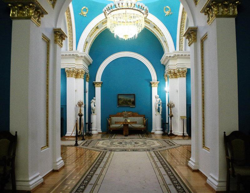 Jedno z wnętrz pałacowych w przyziemiu wieży. Fot. Jerzy S. Majewski
