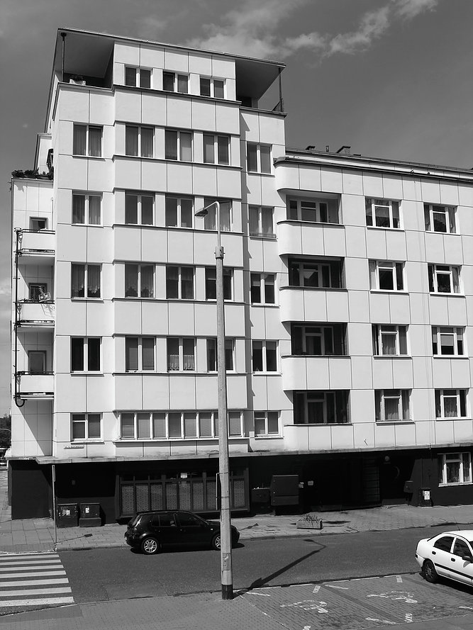 Gdynia. Kamienica Funduszu Emerytalnego BGK. Narożna część u zbiegu ul. Batorego i 3 Maja. Fot. Jerzy S. Majewski