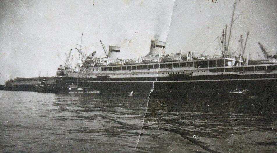 Fotografia transatlantyku MS Batory w porcie w Gdyni wykonana przed 1939 r. przez mojego dziadka Bolesława Kuracińskiego