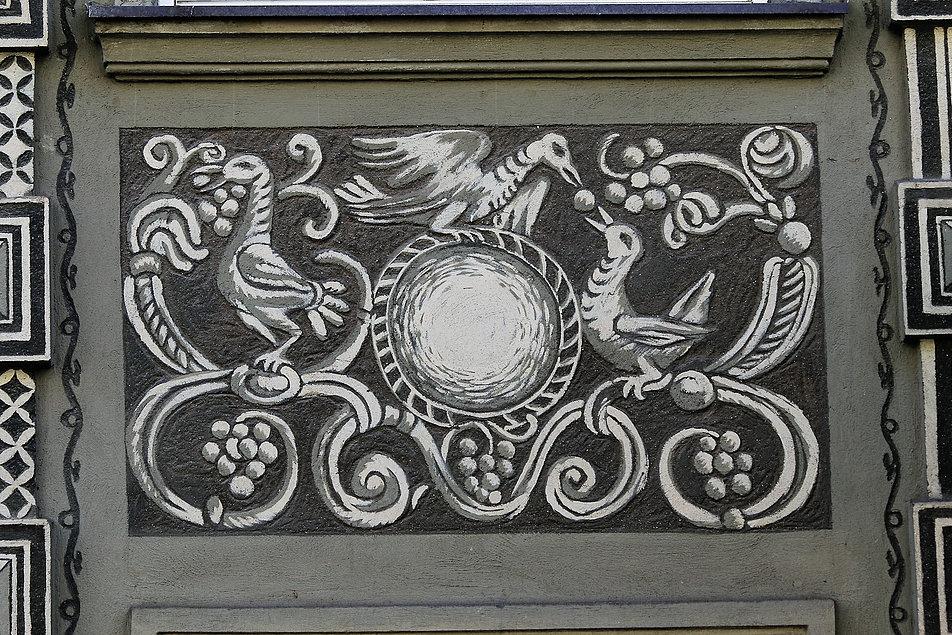 Gdańsk. Długa 11. Ptaszki objadające się winogronami na dekoracji malarskiej Józefy Wnukowej. Fot. Jerzy S. Majewski