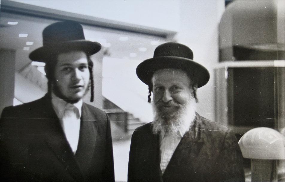 Budapeszt 1985. Tych dwóch chasydów spotkałem w dzisiejszym Sofitel Budapest, wówczas hotelu Atrium. Fot. Jerzy S. Majewski