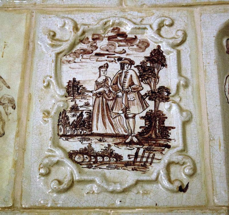 Kafel z rokokowego pieca na zamku w Krokowej. Fot. Jerzy S. Majewski