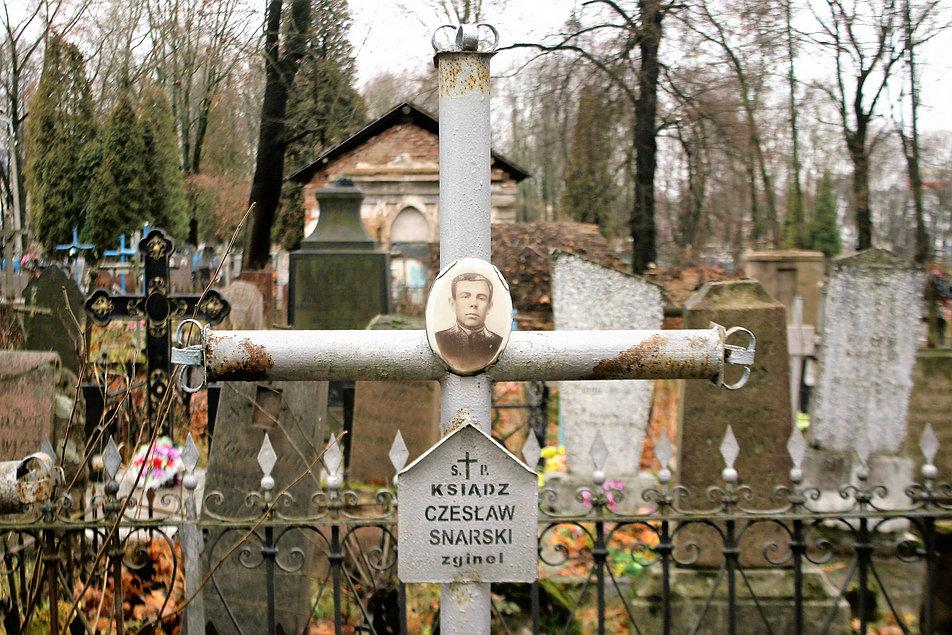 Mińsk Białoruski. Krzyż nad mogiłą księdza Czesława Snarskiego. Fot. Jerzy S. Majewski