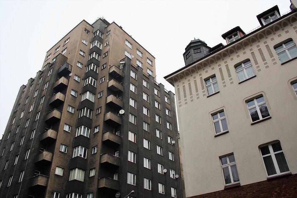 Katowice. Wieżowiec przy ul. Żwirki i Wigury. Fragment elewacji. Fot. Jerzy S. Majewski