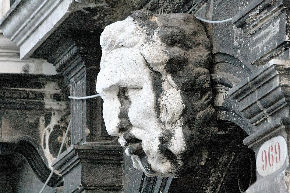 Wenecja. Palazzo Surian Belotto. Głowa ponad bramą wejściową. Fot. Jerzy S. Majewski