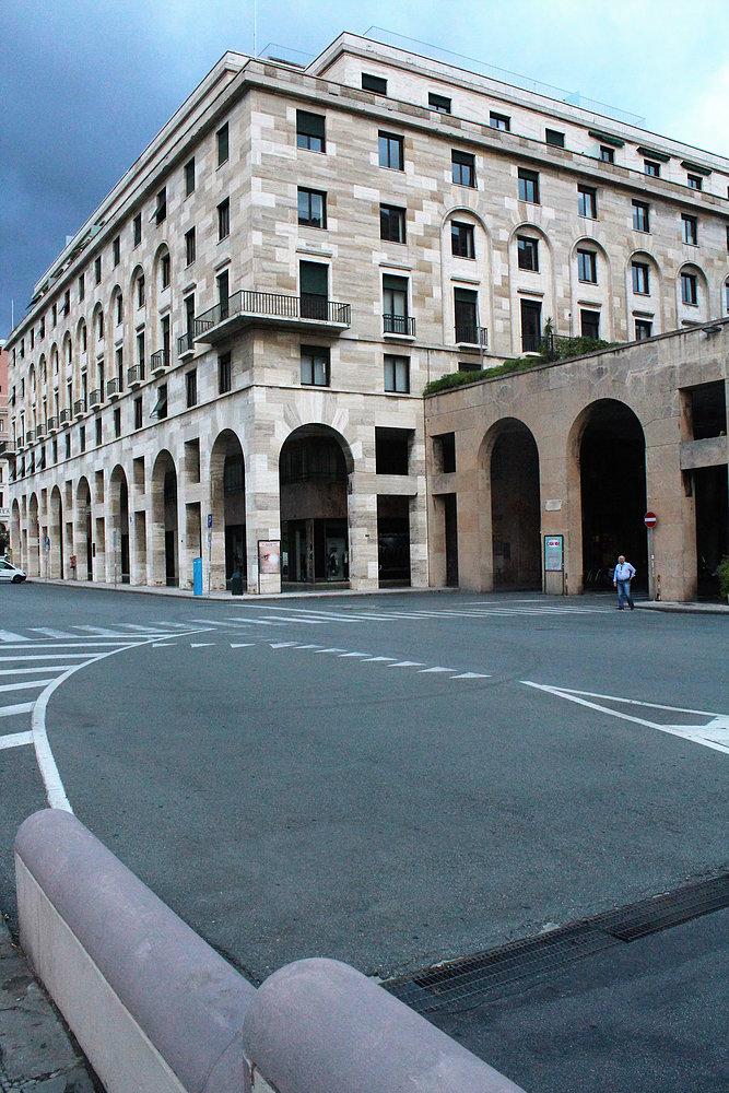 Genua. Piazza della victoria. Fragment jednego z gmachów. Fot. Jerzy S. Majewski