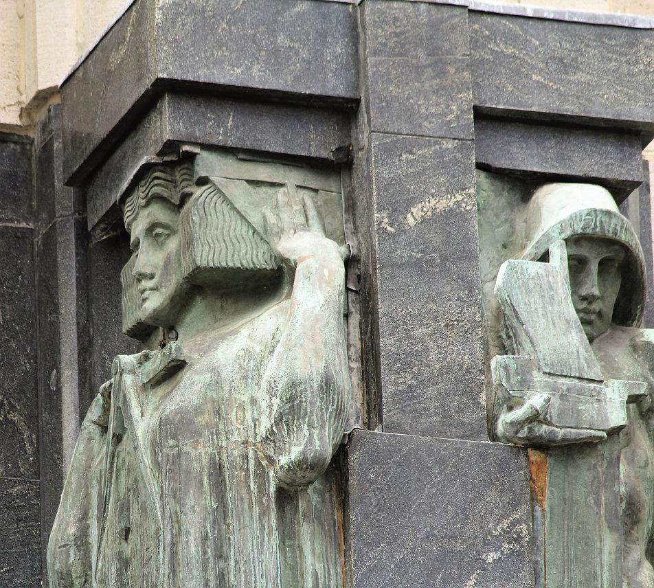 Antwerpia. Torengebouwen. Głowy herm. Fot. Jerzy S. Majewski